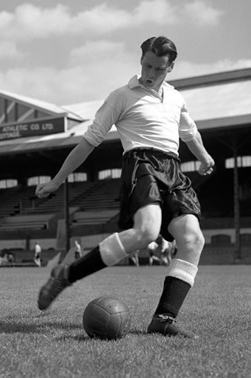 Bobby's belta! Robson at Fulham, 1953.