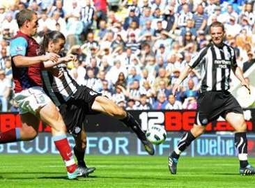 Andy Carroll, Newcastle's number nine! La la la la