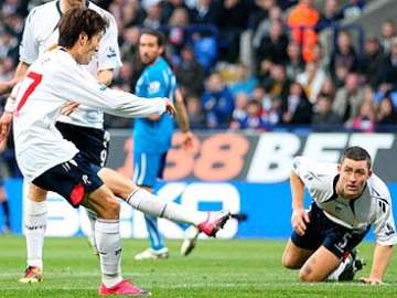 Lee Chung-Yong scoring the second goal.