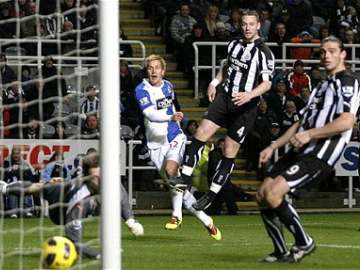 Morten Gamst Pederson opens the scoring.