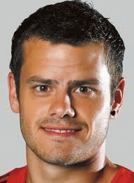 Mixed reports about Barnetta joining Newcastle United.