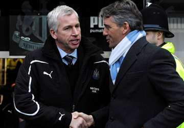 Alan Pardew greets Roberto Mancini.