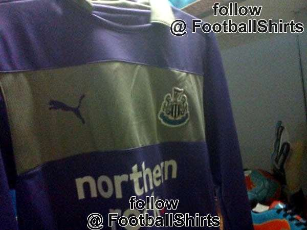 Newcastle United goalkeeper shirt  2 - 2012-13.