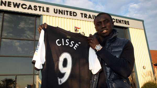 Papiss Cisse signs for Newcastle!