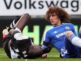 David Luix pulls down Demba Ba.