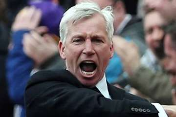 Alan Pardew shouting.
