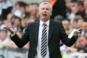Alan Pardew shrugging.