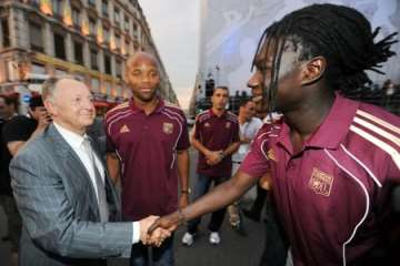 Jean-Michel Aulas and Bafétimbi Gomis.