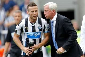 Alan Pardew and Yohan Cabaye vs Hull City.