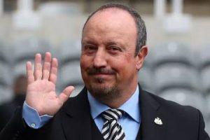 Rafa Benitez waving.